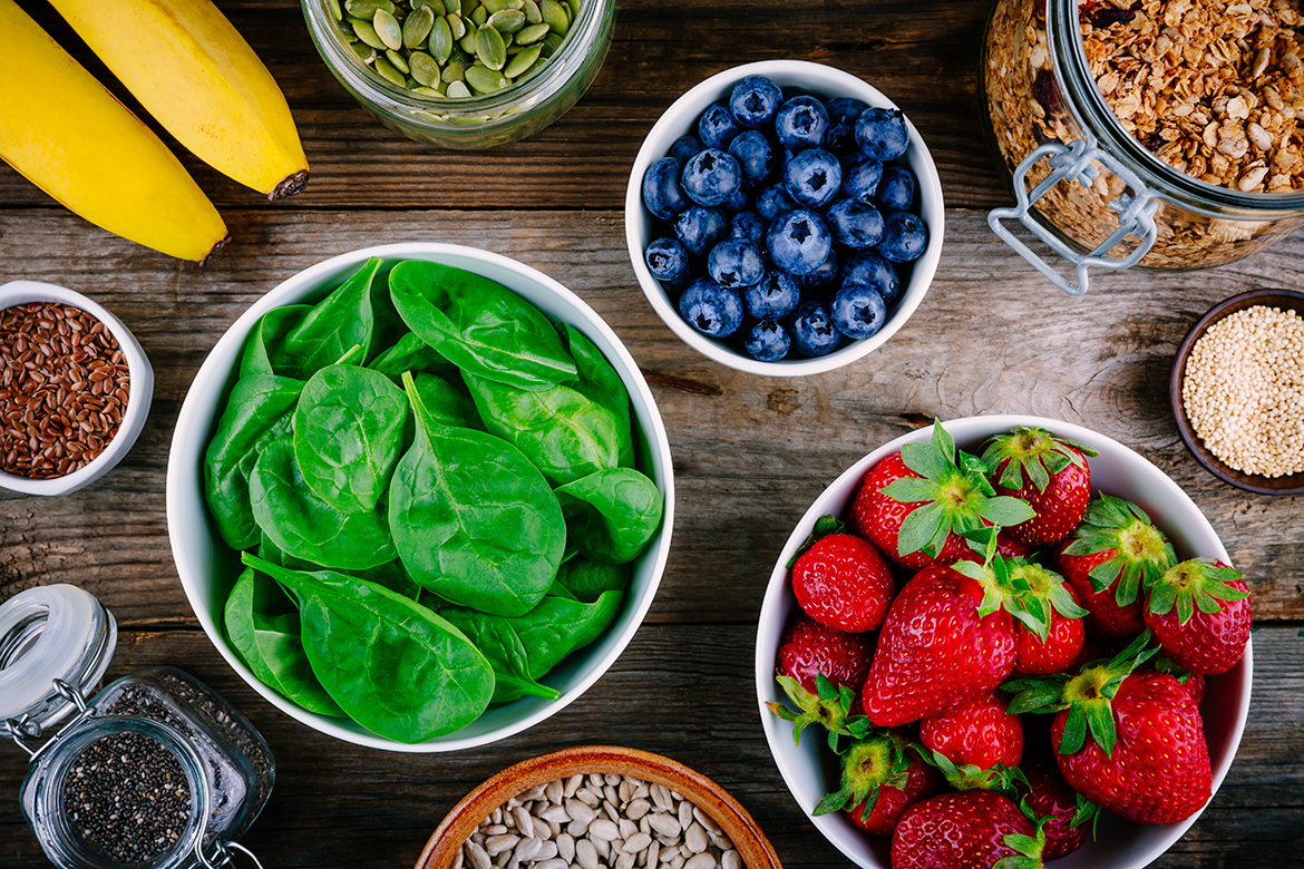 Ingredients for green spinach smoothies: strawberries, bananas,